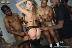 Britney Amber - Interracial Blowbang (Thumb 10)