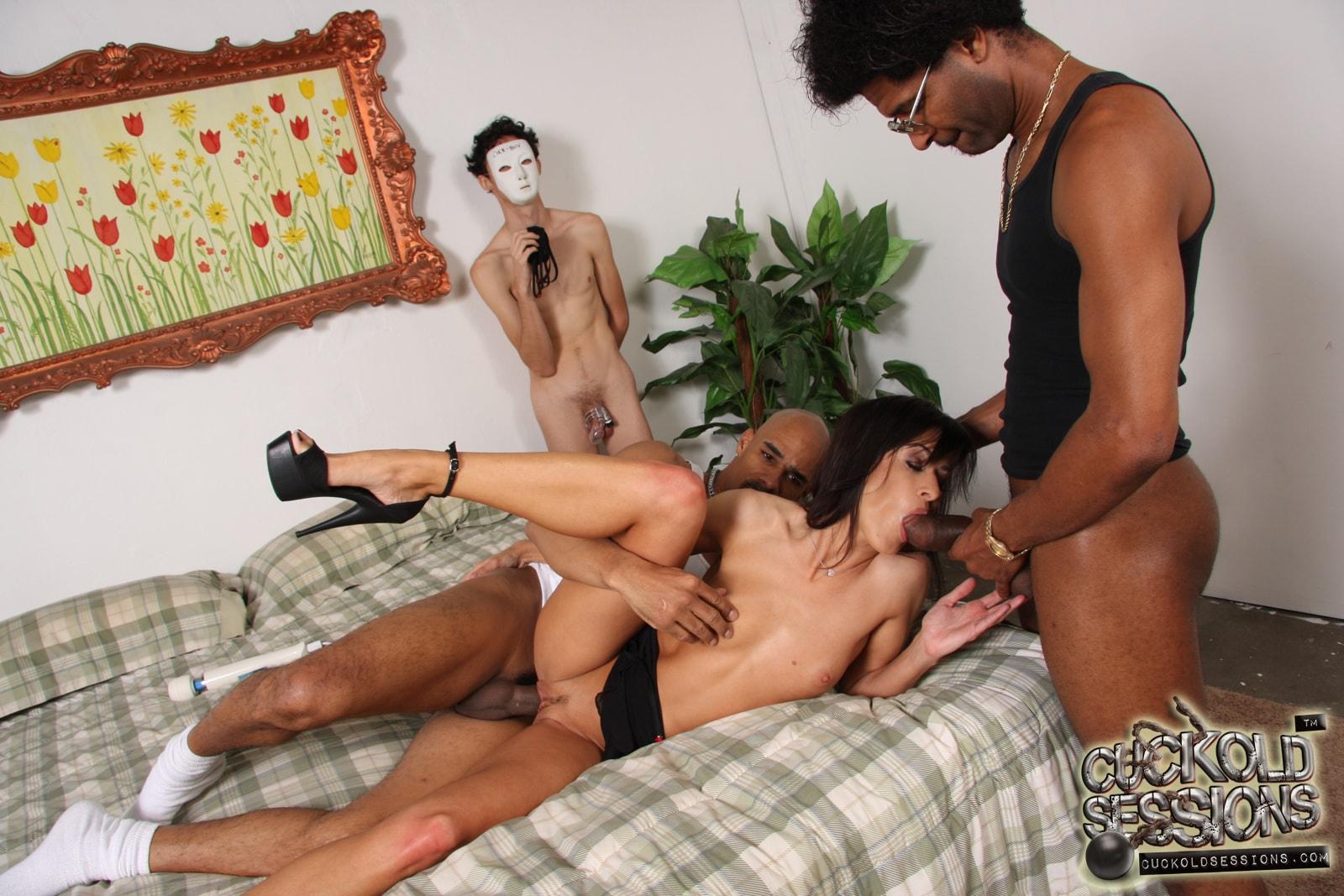 Реальное групповое порно с жёнами 12 фотография