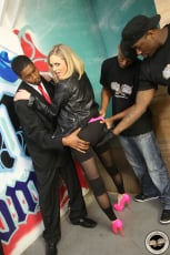Katie Kox - Interracial Blowbang (Thumb 06)