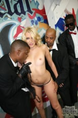 Katie Summers - Interracial Blowbang (Thumb 10)