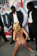 Katie Summers - Interracial Blowbang (Thumb 20)