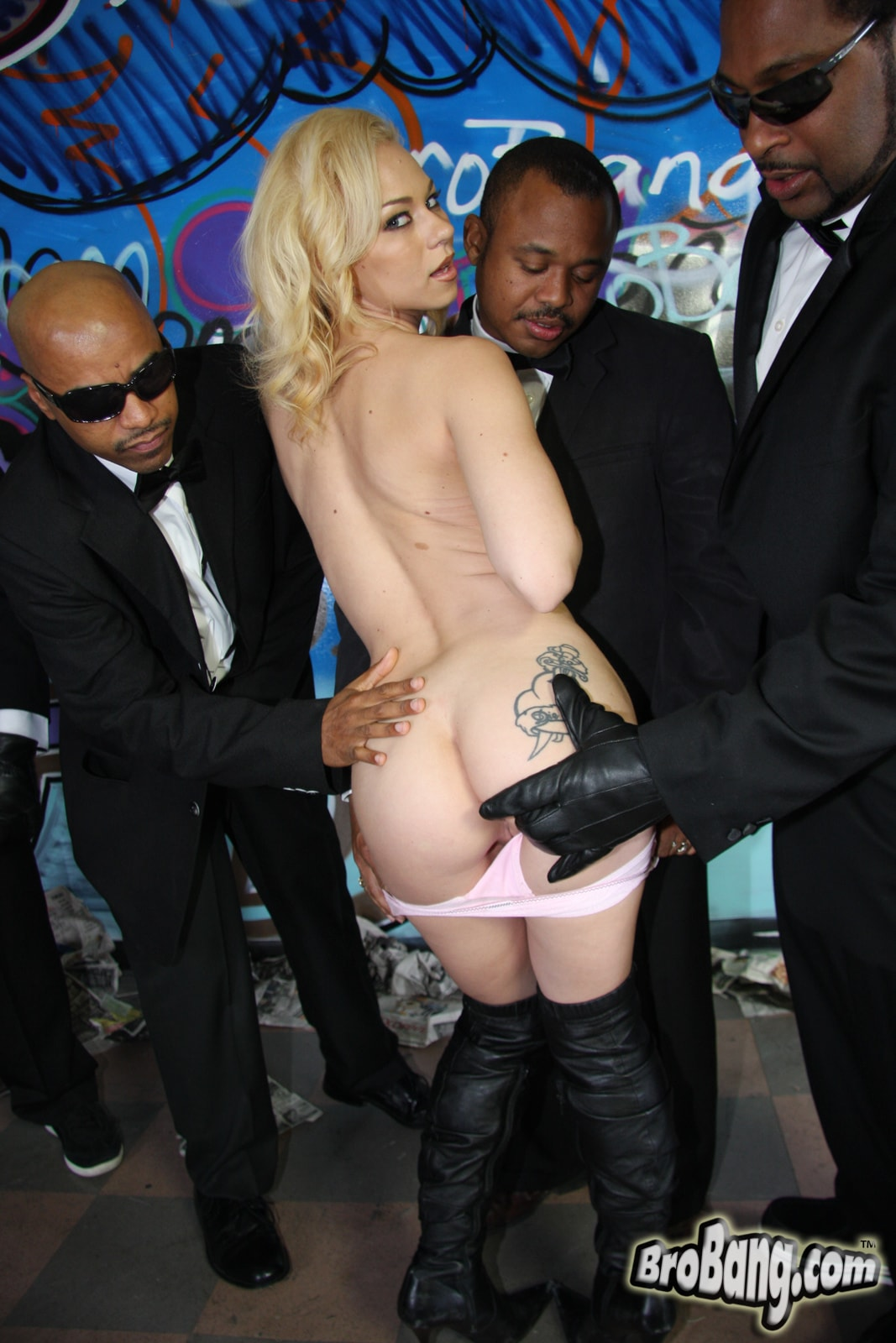 Dogfart 'Melanie Jayne - Interracial Blowbang' starring Melanie Jayne (photo 12)