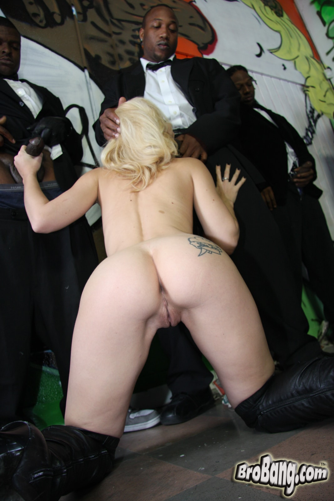 Dogfart 'Melanie Jayne - Interracial Blowbang' starring Melanie Jayne (photo 20)
