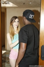 Stella Cox - Interracial Blowbang (Thumb 02)