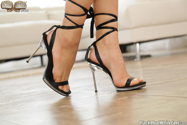 Dogfart '- Black Meat White Feet' starring Aidra Fox (Photo 1)
