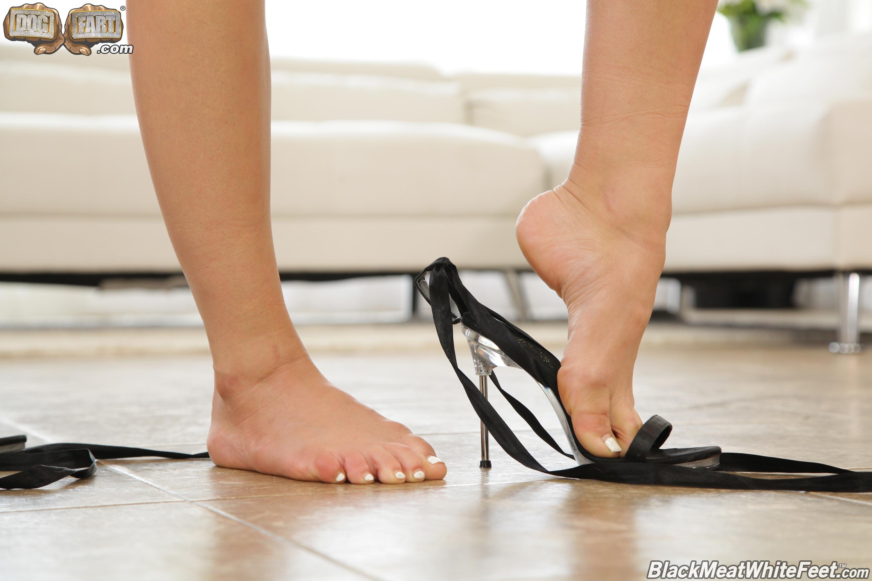 Dogfart '- Black Meat White Feet' starring Aidra Fox (Photo 3)