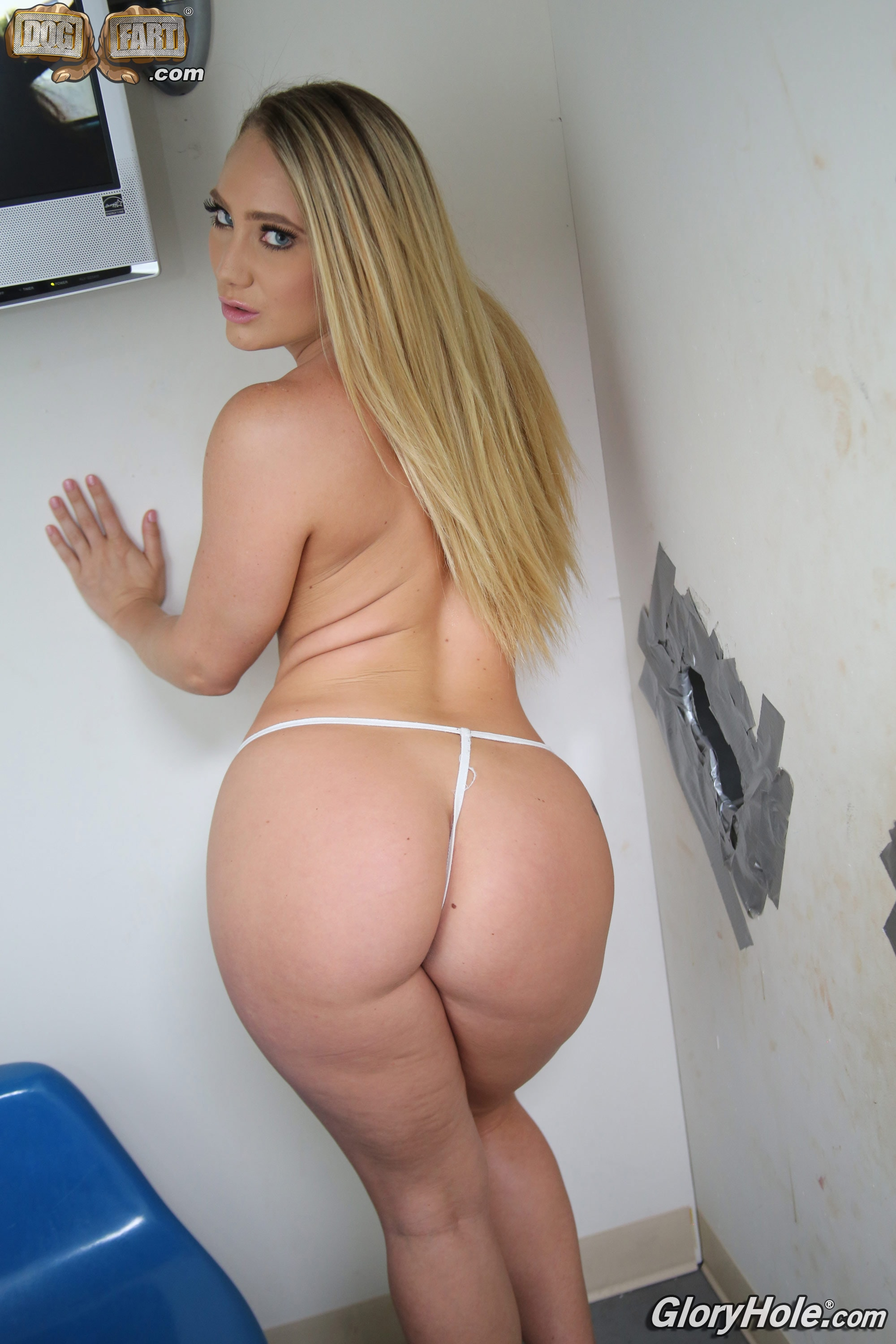 ▷ Aj Applegate in Aj Applegate - Glory Hole (Photo 9) | Dogfart