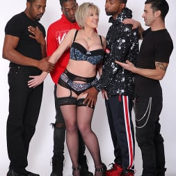 Dee Williams in 'Dogfart' - Cuckold Sessions (Thumbnail 1)