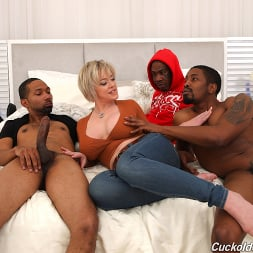 Dee Williams in 'Dogfart' - Cuckold Sessions (Thumbnail 2)