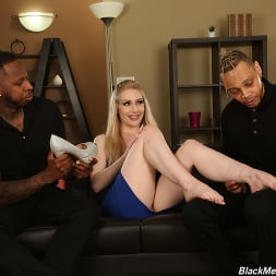 Emma Starletto in 'Dogfart' - Black Meat White Feet (Thumbnail 3)