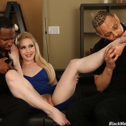 Emma Starletto in 'Dogfart' - Black Meat White Feet (Thumbnail 5)