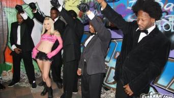 Faye Runaway in '- Interracial Blowbang'