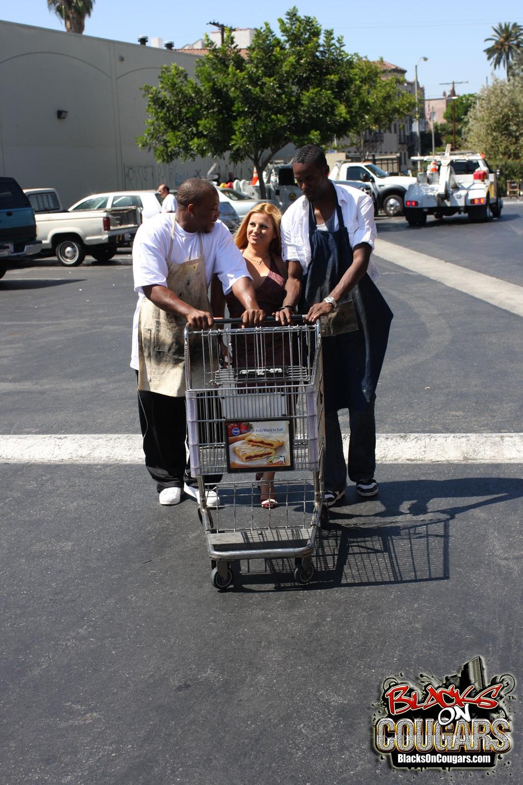 Dogfart '- Blacks On Cougars' starring Friday (Photo 1)