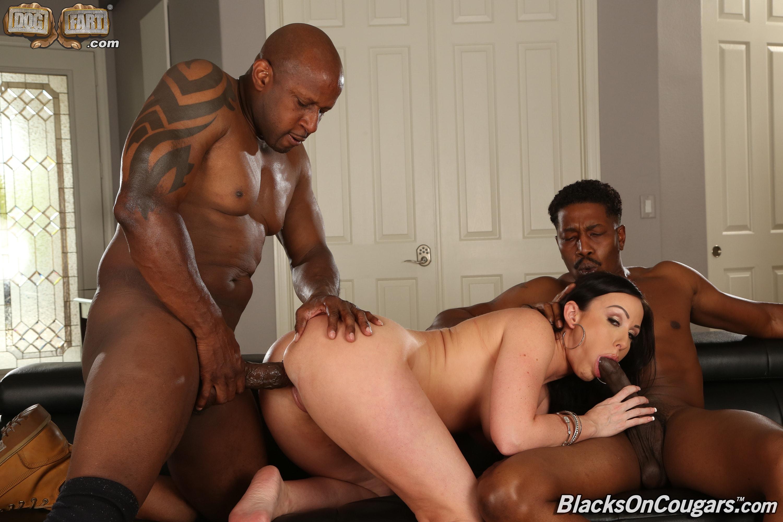 Dogfart '- Blacks On Cougars' starring Jennifer White (Photo 9)