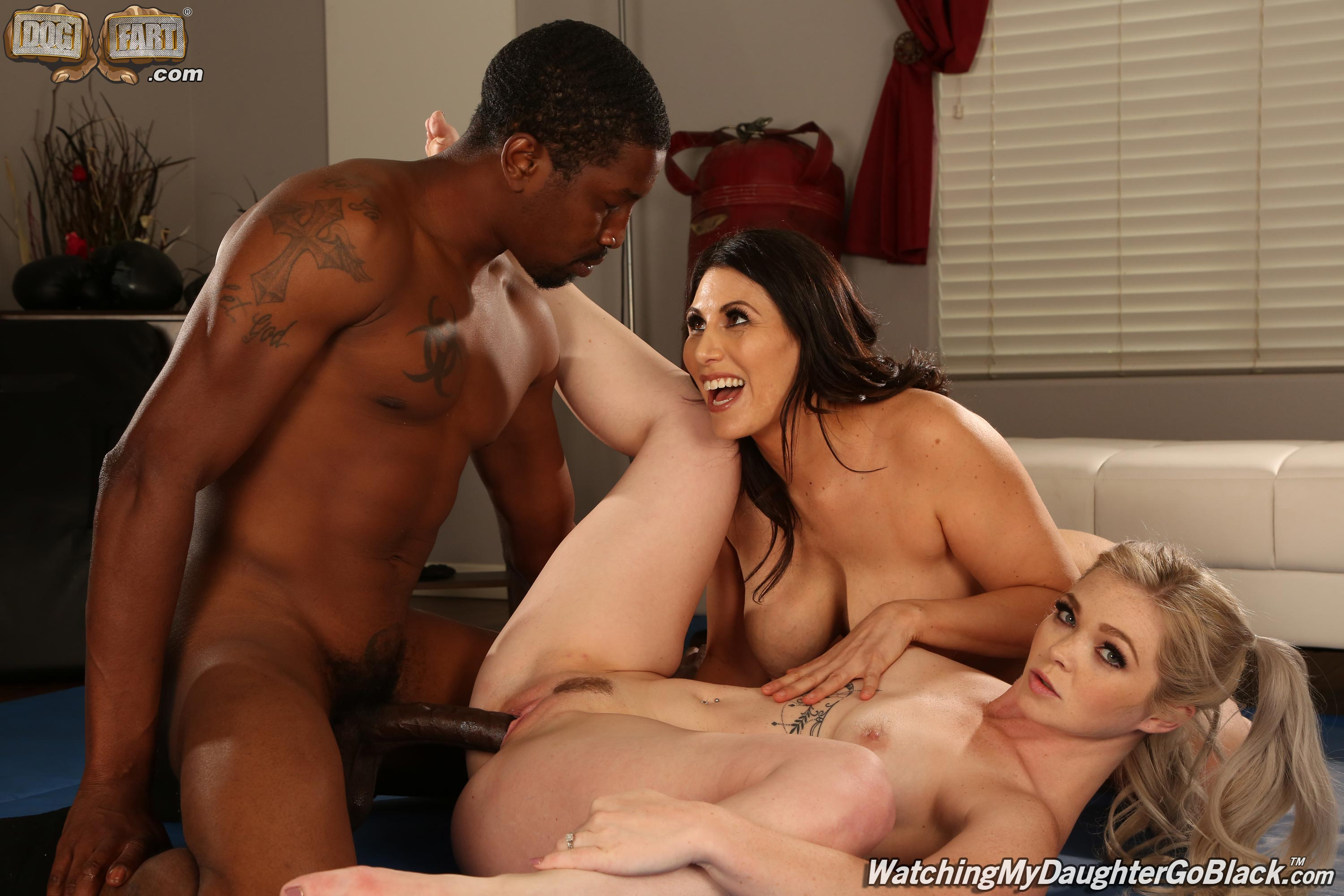 Dogfart 'and Makayla Cox - Watching My Daughter Go Black' starring Kay Carter (Photo 10)