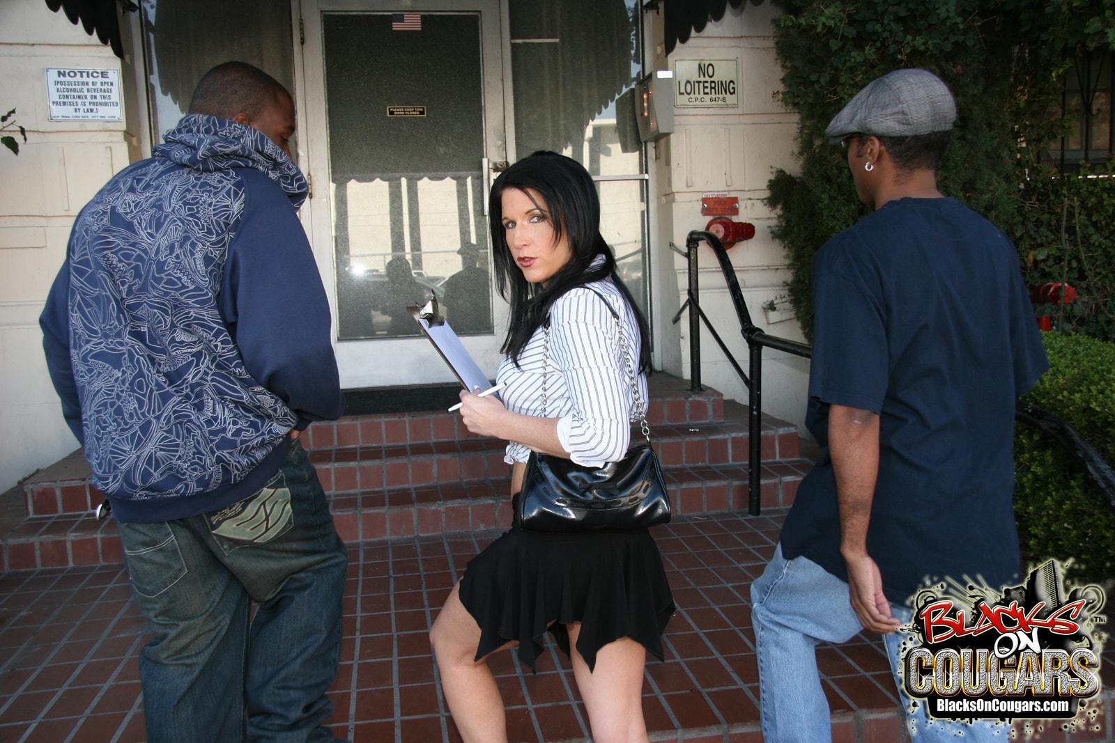 Dogfart '- Blacks On Cougars' starring Kendra Secrets (Photo 3)