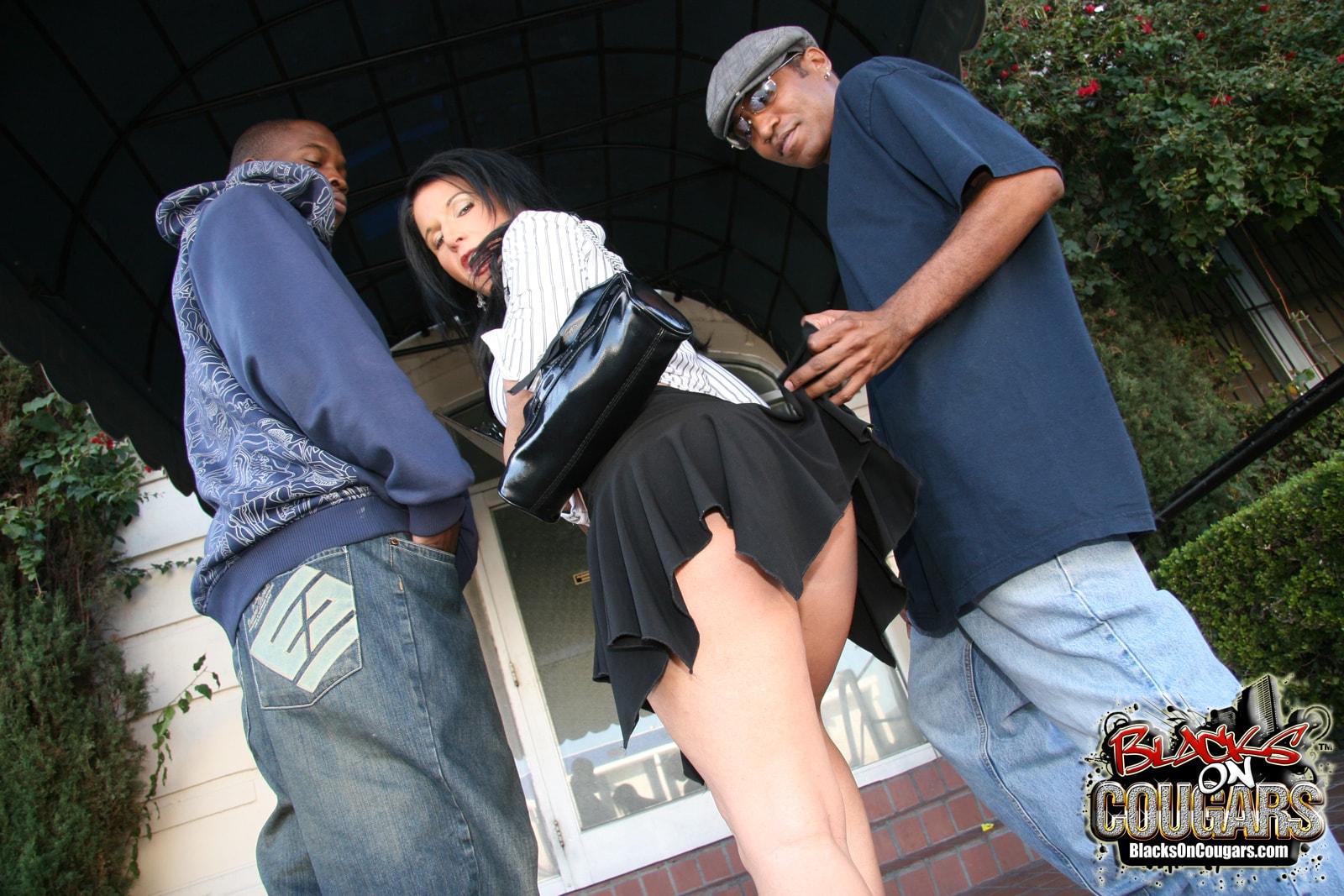 Dogfart '- Blacks On Cougars' starring Kendra Secrets (Photo 4)