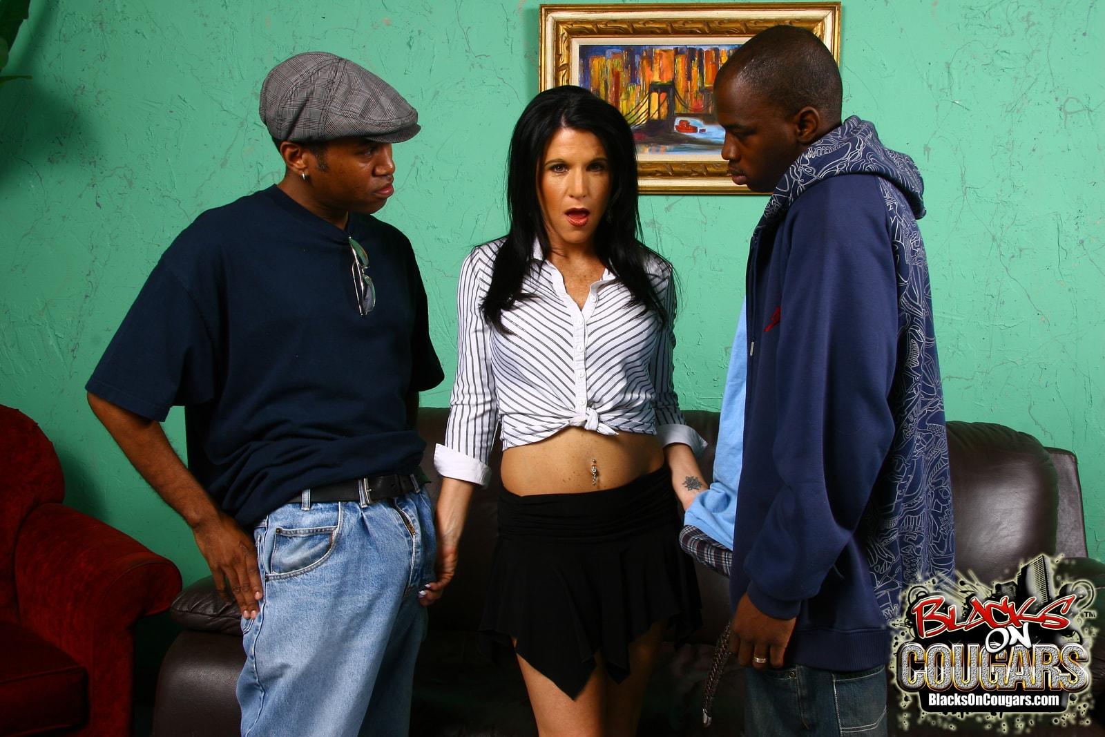 Dogfart '- Blacks On Cougars' starring Kendra Secrets (Photo 5)