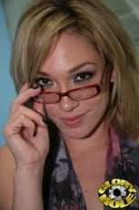 Lily Labeau - Glory Hole (Thumb 30)