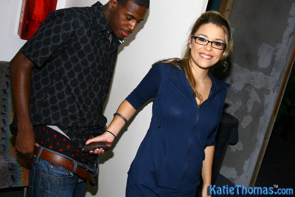Dogfart 'Katie Thomas' starring Katie Thomas (Photo 9)