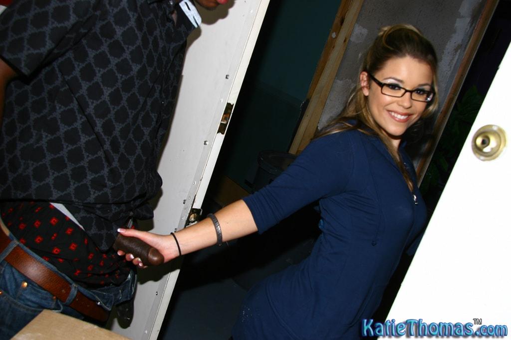 Dogfart 'Katie Thomas' starring Katie Thomas (Photo 10)