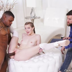 Nym Fleurette in 'Dogfart' - Cuckold Sessions (Thumbnail 17)