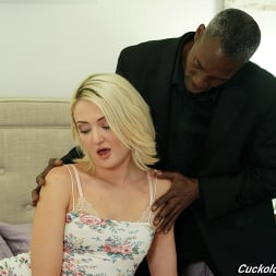 Zoe Sparx in 'Dogfart' - Cuckold Sessions (Thumbnail 11)