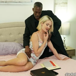 Zoe Sparx in 'Dogfart' - Cuckold Sessions (Thumbnail 12)